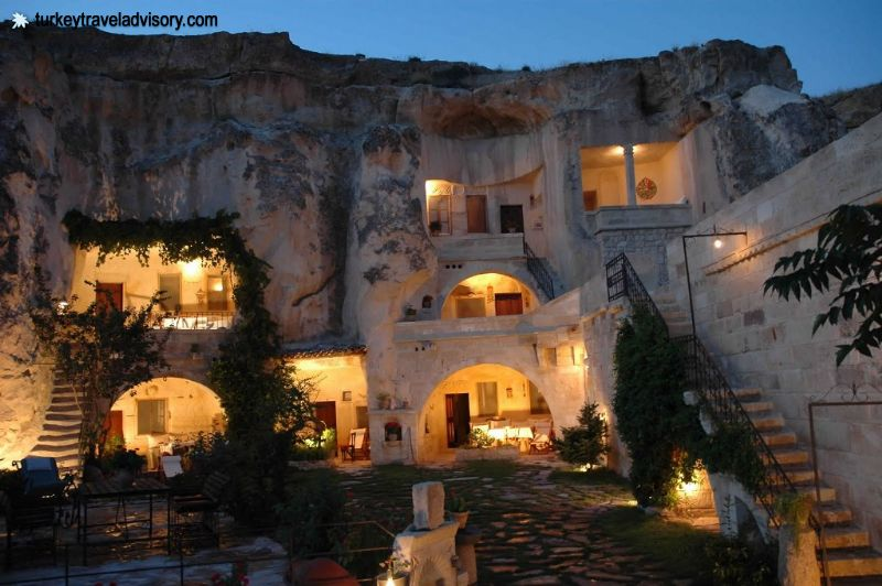 http://www.turkeytraveladvisory.com/Image/large/Turkey-Travel-AdvisoryCave-Hotels-in-Cappadocia23-02-2012-06-20-37.JPG